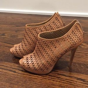 Ann Taylor Kristi perforated booties size 8